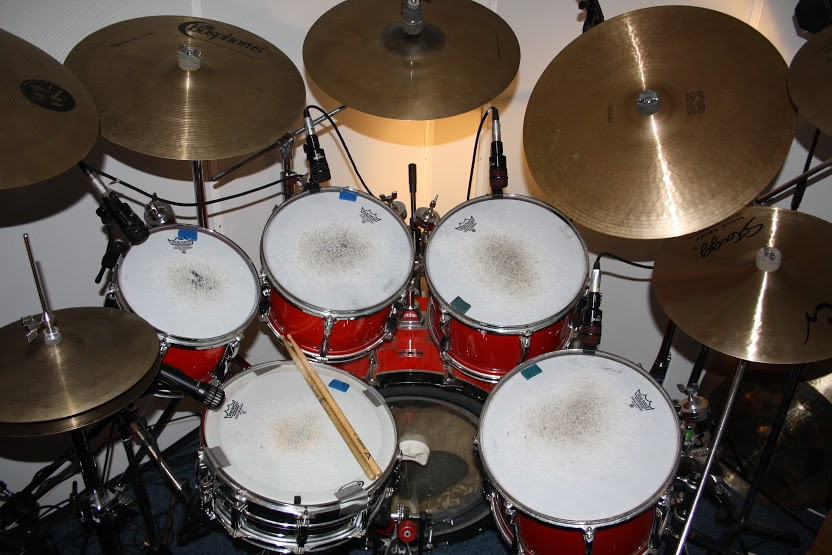 description paul robinson drummer online. Black Bedroom Furniture Sets. Home Design Ideas